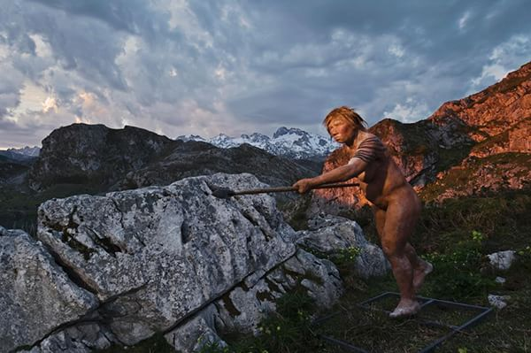 Modern humans and Homo neanderthalensis (pictured, the reconstruction of a woman) have lived together in Europe and are coupled together. Photography of Joe McNally